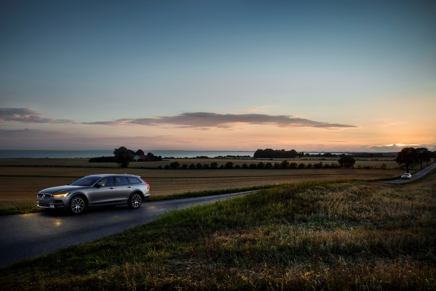 Volvo V90 Cross Country – new off-road wagon debuts Image #549745