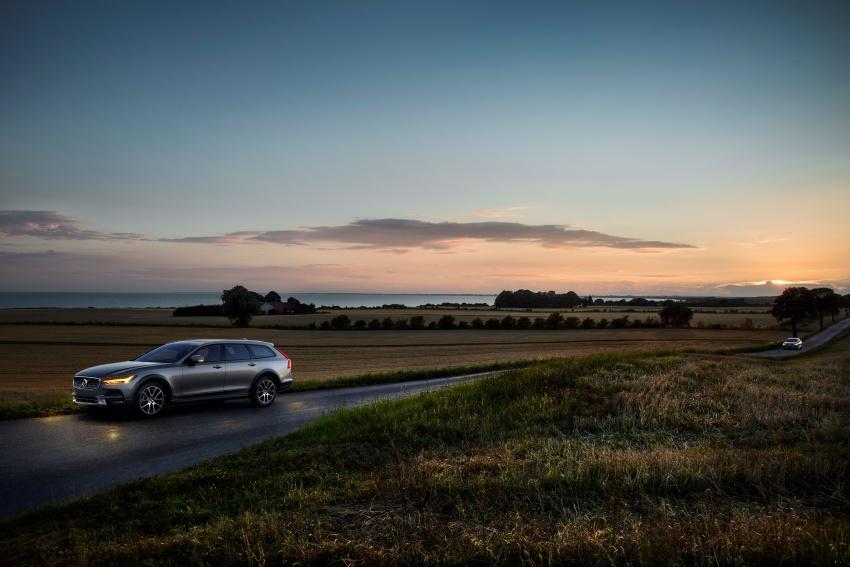 Volvo V90 Cross Country – wagon serba boleh generasi baharu kini diperkenalkan secara rasmi Image #550099