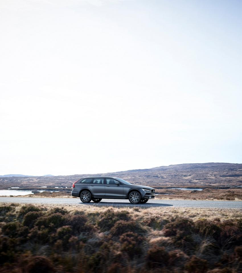 Volvo V90 Cross Country – wagon serba boleh generasi baharu kini diperkenalkan secara rasmi Image #550056