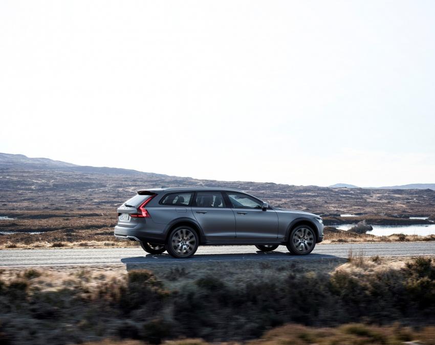 Volvo V90 Cross Country – wagon serba boleh generasi baharu kini diperkenalkan secara rasmi Image #550054