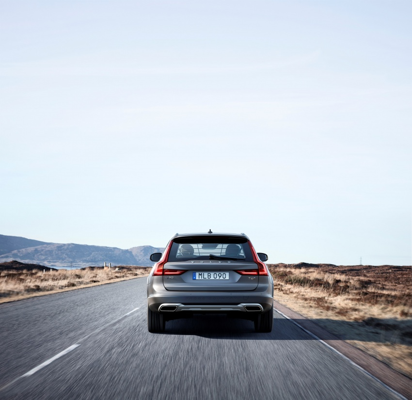 Volvo V90 Cross Country – new off-road wagon debuts Image #549789