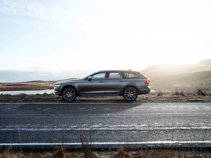 Volvo V90 Cross Country – new off-road wagon debuts Image #549790