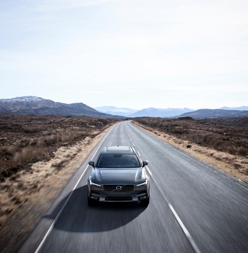 Volvo V90 Cross Country – wagon serba boleh generasi baharu kini diperkenalkan secara rasmi Image #550048
