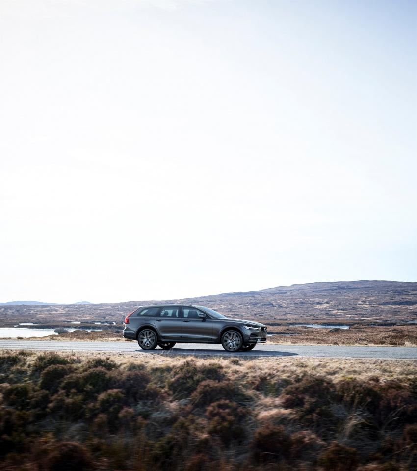 Volvo V90 Cross Country – wagon serba boleh generasi baharu kini diperkenalkan secara rasmi Image #550046
