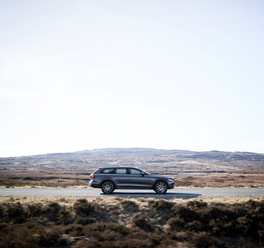 Volvo V90 Cross Country – new off-road wagon debuts Image #549795