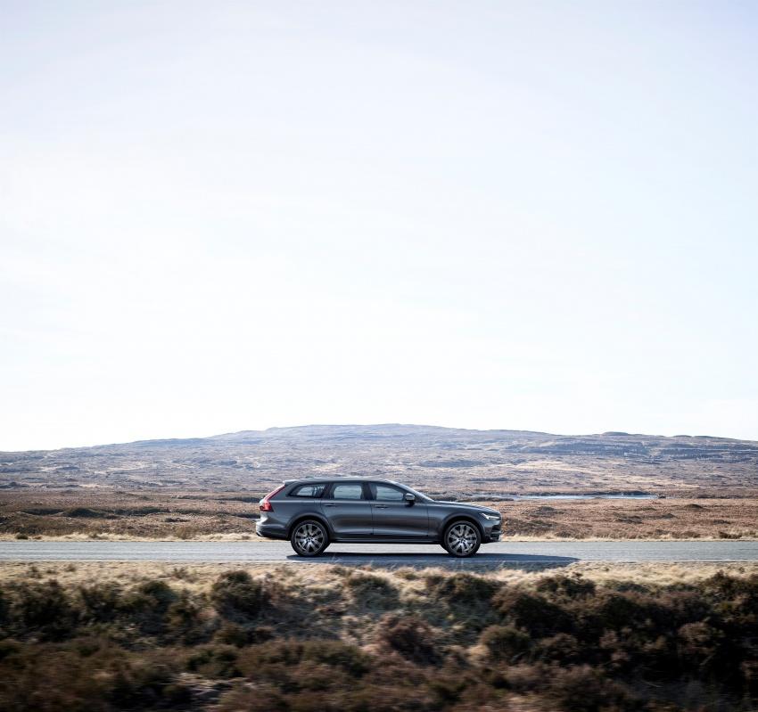 Volvo V90 Cross Country – wagon serba boleh generasi baharu kini diperkenalkan secara rasmi Image #550045
