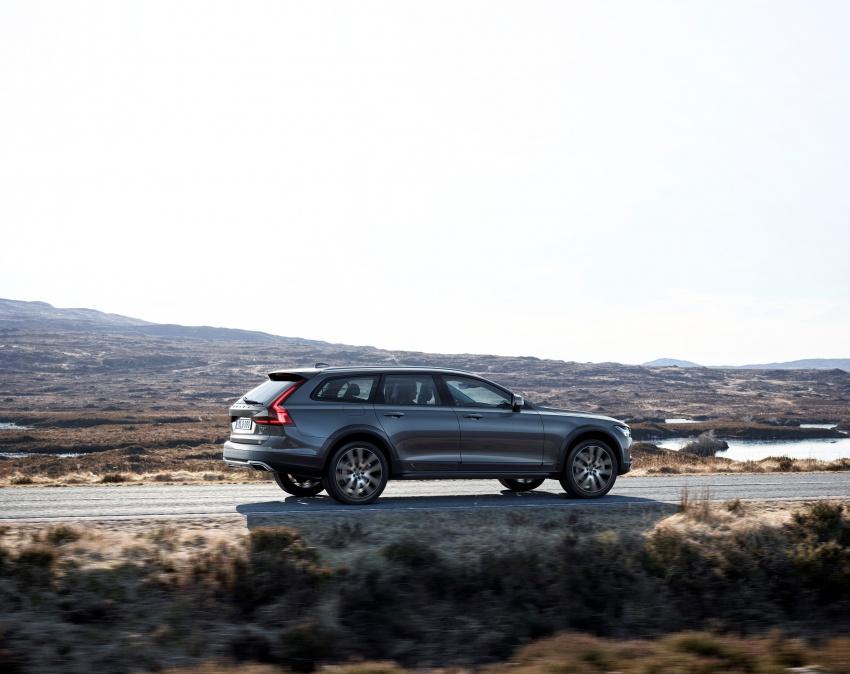 Volvo V90 Cross Country – wagon serba boleh generasi baharu kini diperkenalkan secara rasmi Image #550044