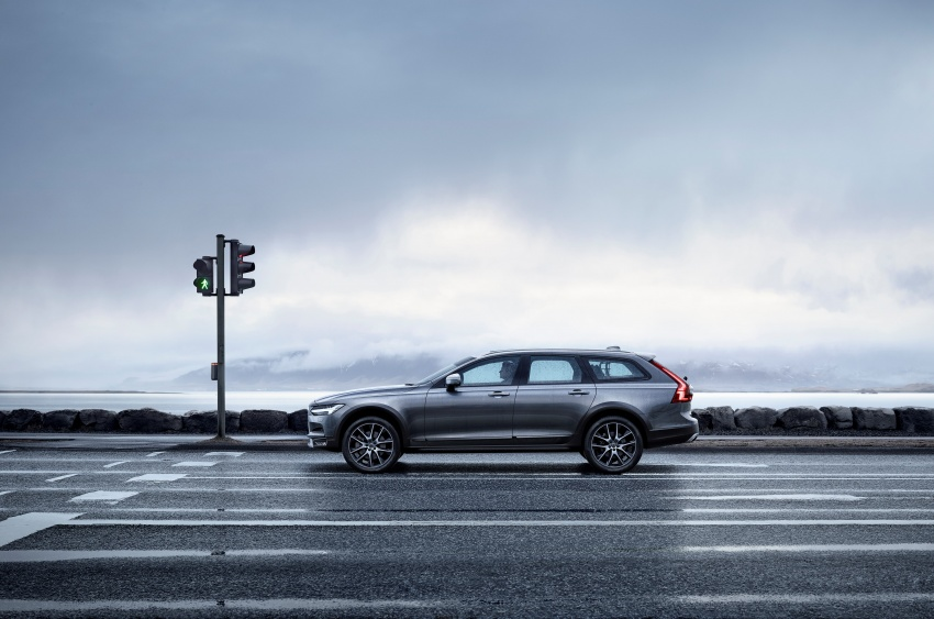 Volvo V90 Cross Country – new off-road wagon debuts Image #549799