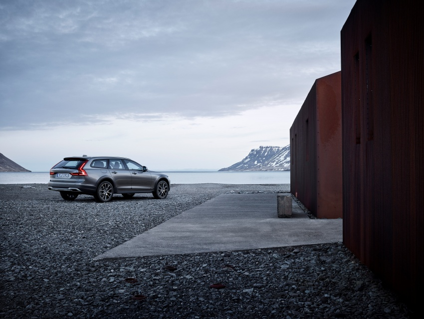 Volvo V90 Cross Country – new off-road wagon debuts Image #549805