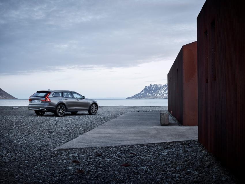 Volvo V90 Cross Country – wagon serba boleh generasi baharu kini diperkenalkan secara rasmi Image #550033