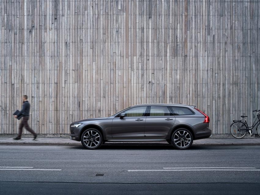 Volvo V90 Cross Country – wagon serba boleh generasi baharu kini diperkenalkan secara rasmi Image #550031