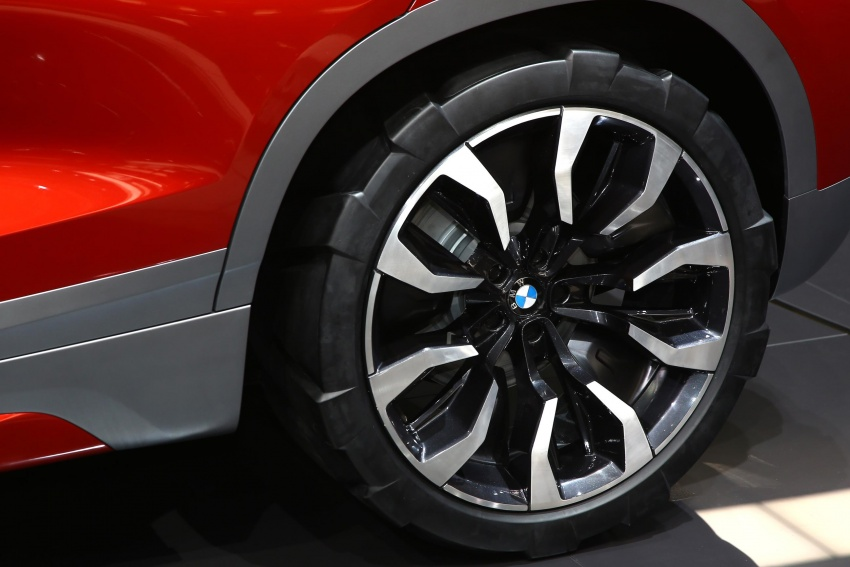 BMW Concept X2 unveiled in Paris – it's the 'X1 Coupe' Image #558288