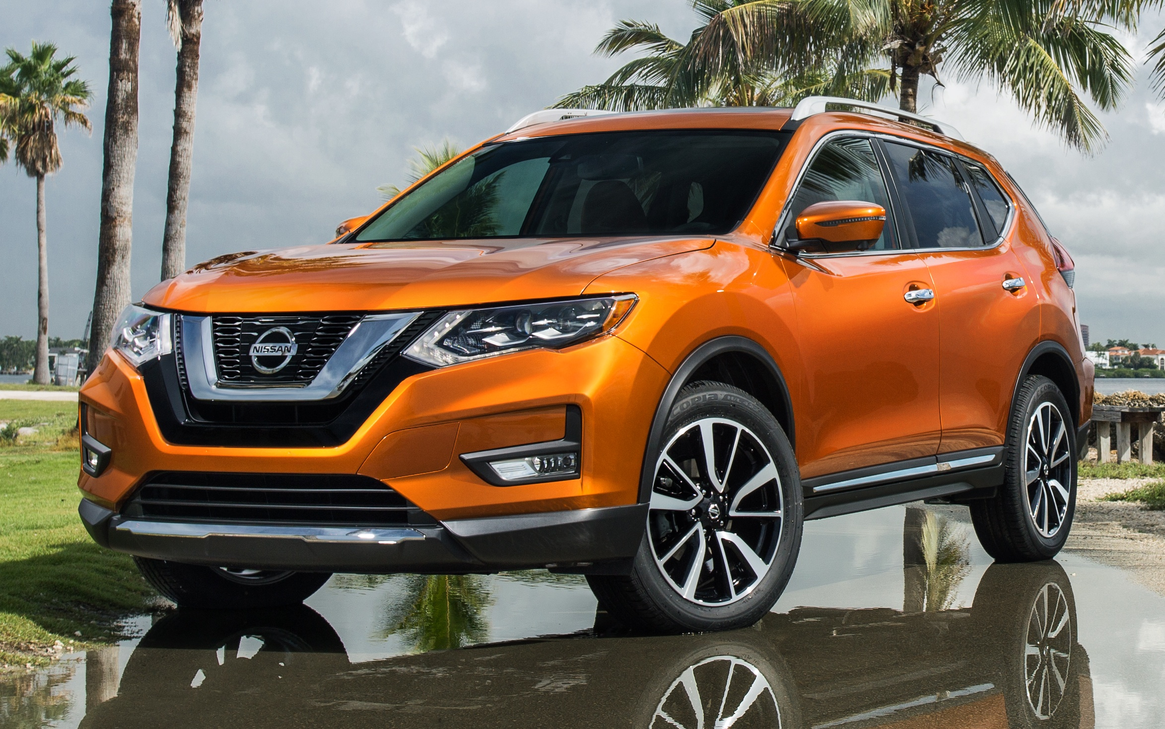 nissan rogue facelift unveiled x trail to follow suit. Black Bedroom Furniture Sets. Home Design Ideas