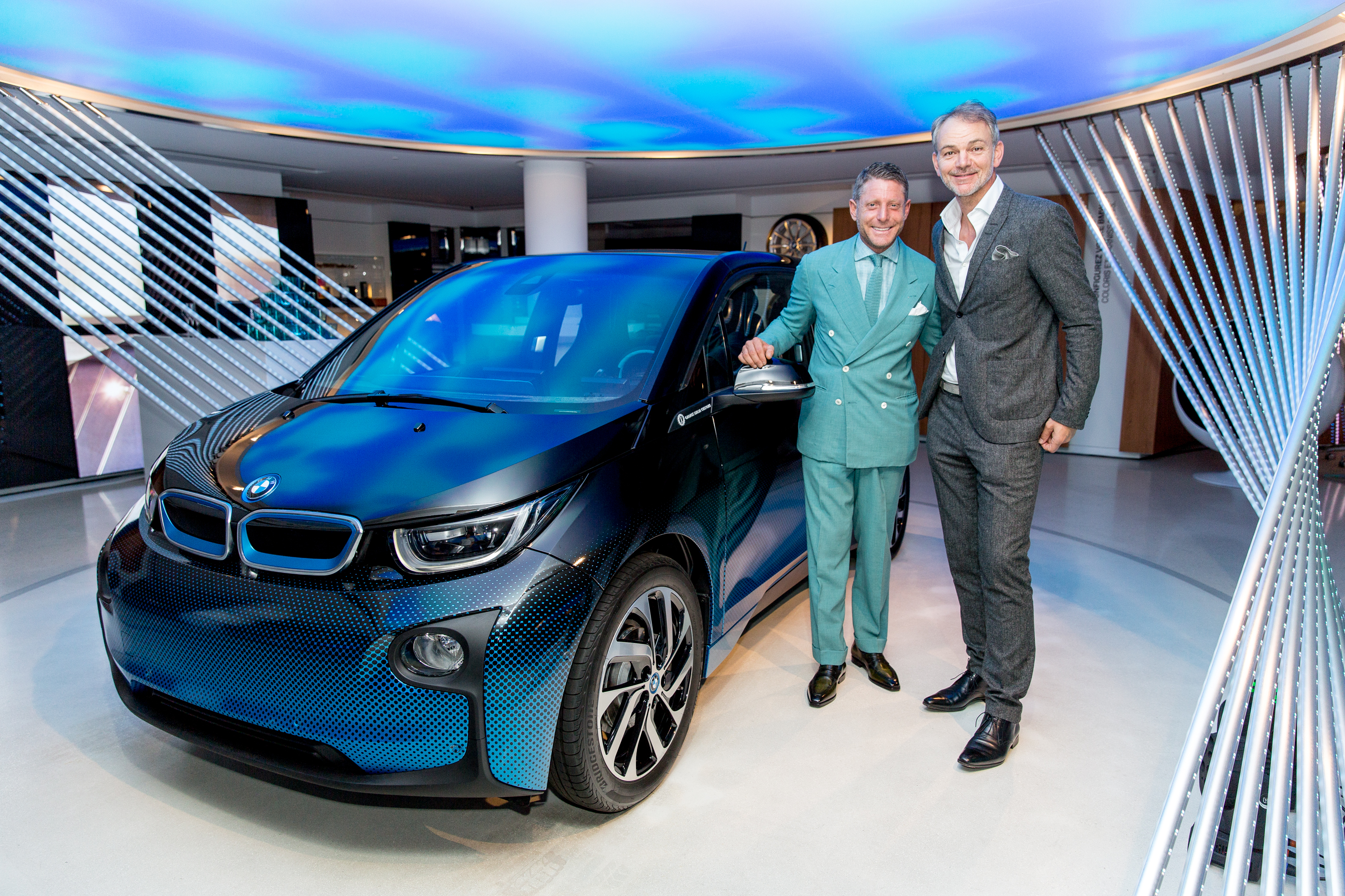 Bmw i8 and i3 crossfade concepts debut in paris image 557537 for Garage fiat paris