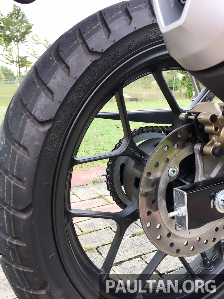 Honda RS150R vs Yamaha Y15ZR – Dua model terhangat bersemuka dalam segmen kapcai sports Image #549530