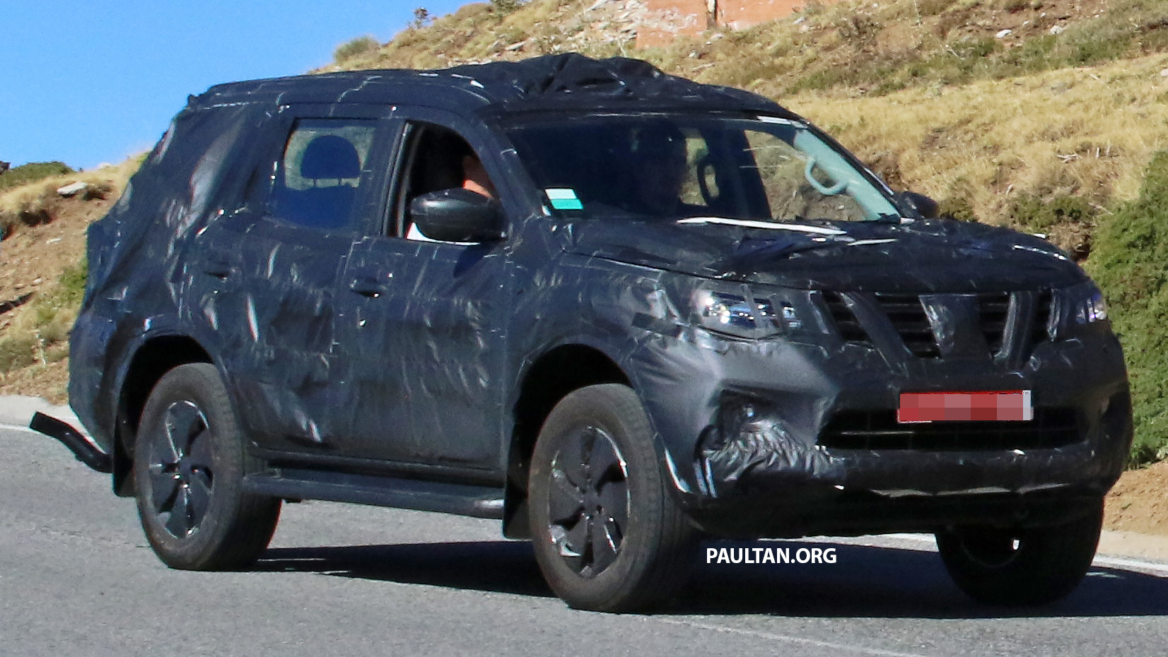 spied nissan np300 navara suv in production guise. Black Bedroom Furniture Sets. Home Design Ideas