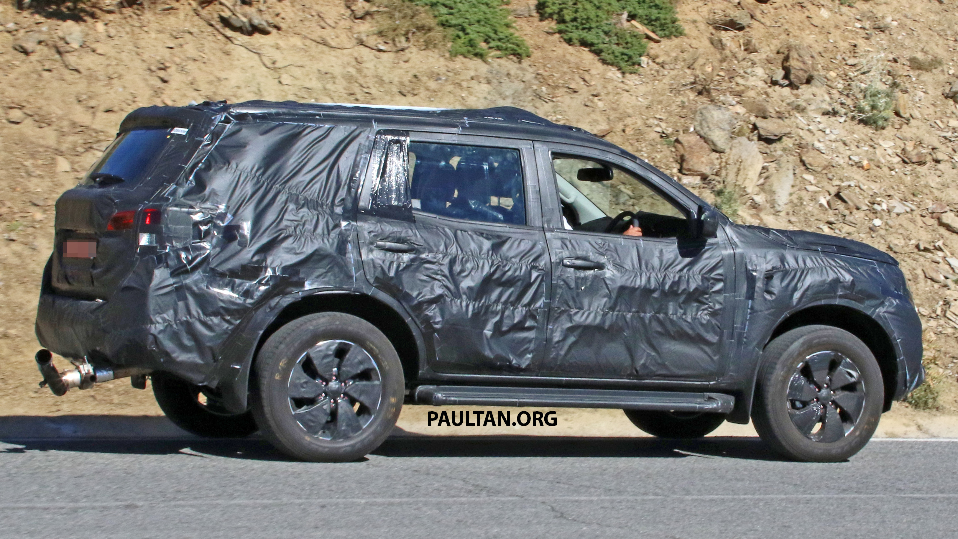 SPIED: Nissan NP300 Navara SUV in production guise Image 548777