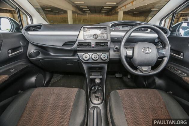 Toyota_SientaG_Int-26