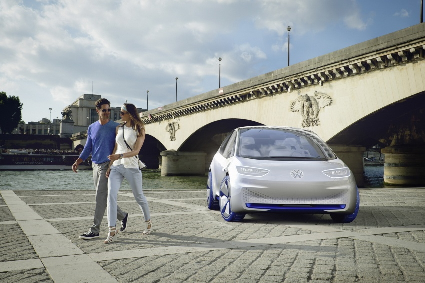 Volkswagen ID. concept previews new electric vehicle – 600 km range, on sale in 2020, autonomous in 2025 Image #557214