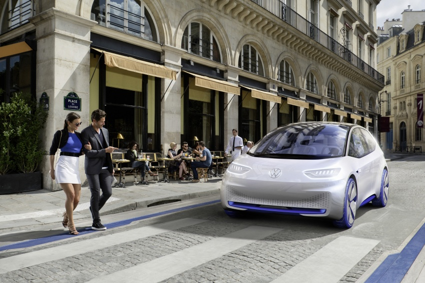 Volkswagen ID. concept previews new electric vehicle – 600 km range, on sale in 2020, autonomous in 2025 Image #557210
