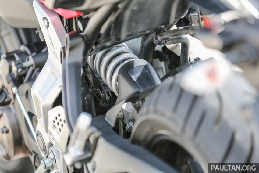 REVIEW: 2016 Yamaha MT-07 – a hooligan bike in commuter clothing, with some touring on the side Image #551057