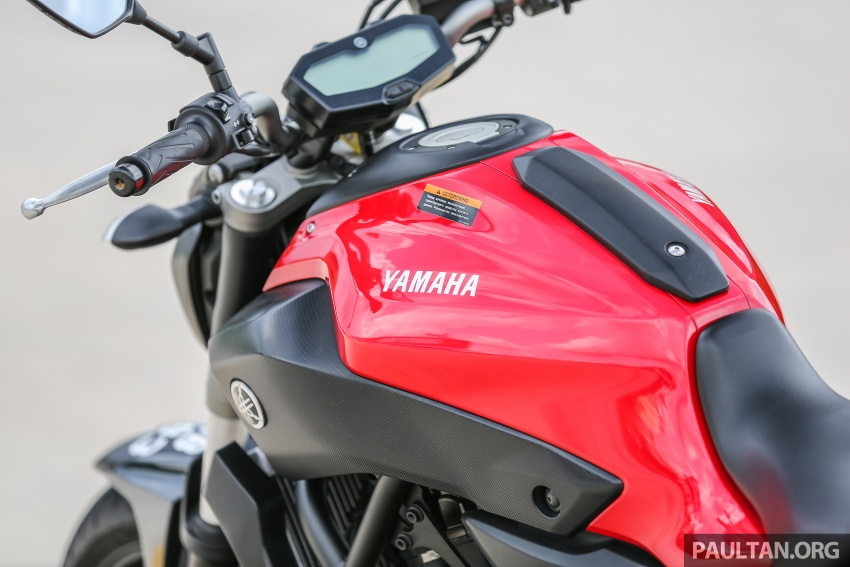 REVIEW: 2016 Yamaha MT-07 – a hooligan bike in commuter clothing, with some touring on the side Image #551061