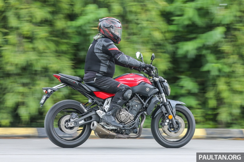 REVIEW: 2016 Yamaha MT-07 – a hooligan bike in commuter clothing, with some touring on the side Image #551082
