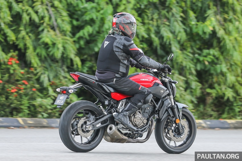 REVIEW: 2016 Yamaha MT-07 – a hooligan bike in commuter clothing, with some touring on the side Image #551088