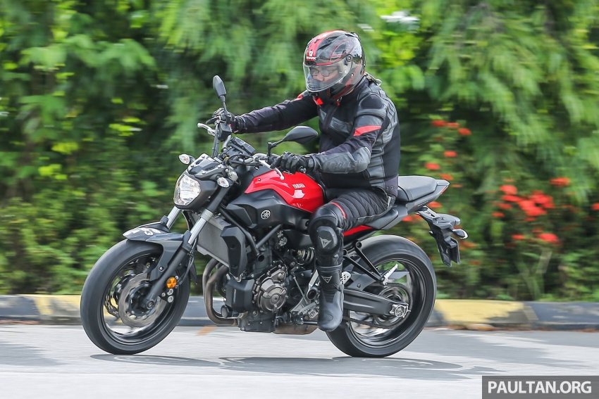 REVIEW: 2016 Yamaha MT-07 – a hooligan bike in commuter clothing, with some touring on the side Image #551091