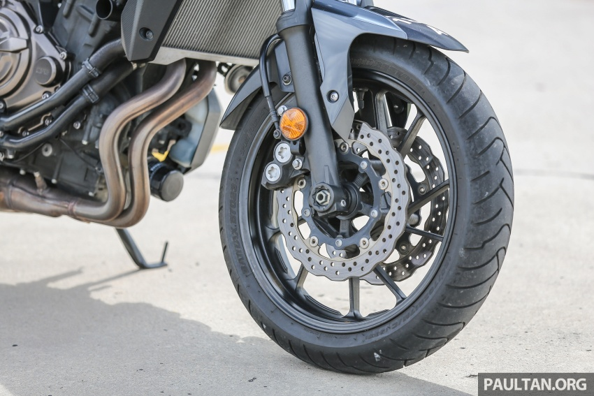 REVIEW: 2016 Yamaha MT-07 – a hooligan bike in commuter clothing, with some touring on the side Image #551033