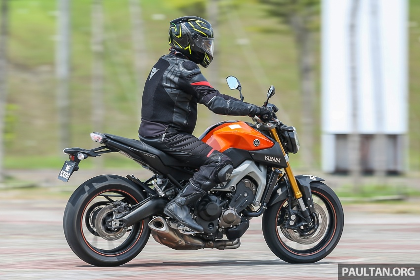 REVIEW: 2015 Yamaha MT-09 – more is always better? Image #557608