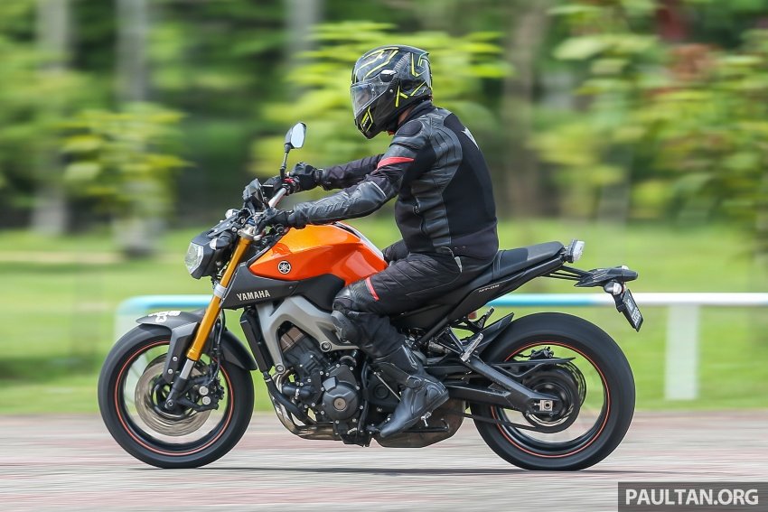 REVIEW: 2015 Yamaha MT-09 – more is always better? Image #557610