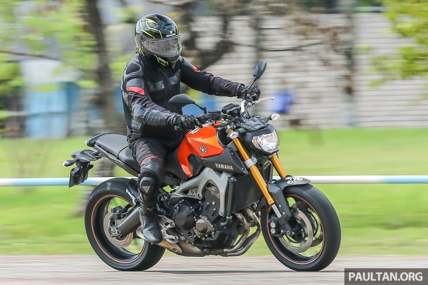 REVIEW: 2015 Yamaha MT-09 – more is always better? Image #557611