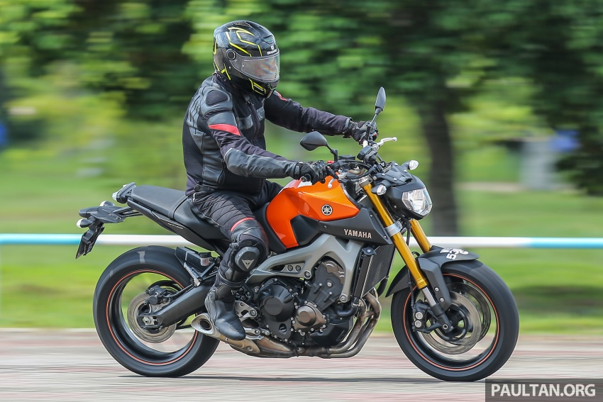 REVIEW: 2015 Yamaha MT-09 – more is always better? Image #557612