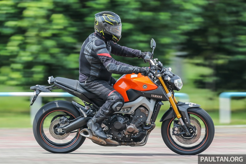 REVIEW: 2015 Yamaha MT-09 – more is always better? Image #557613