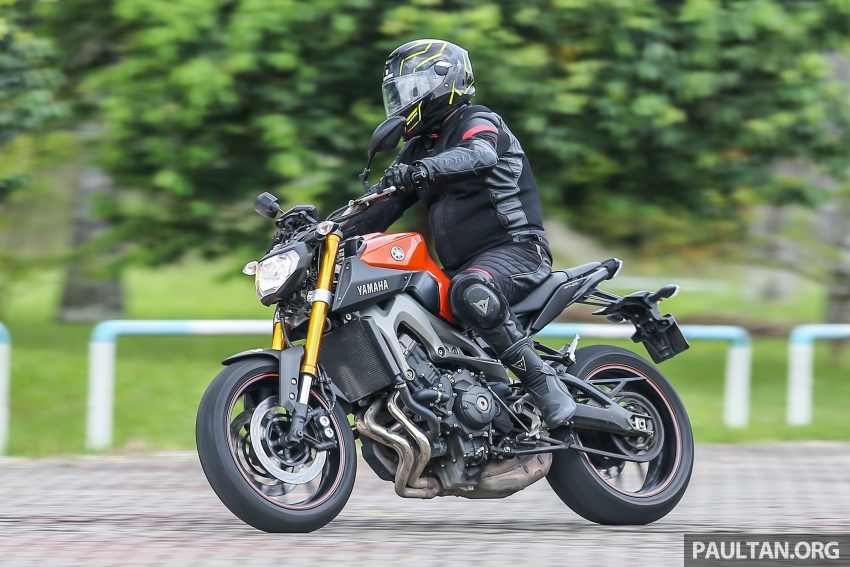 REVIEW: 2015 Yamaha MT-09 – more is always better? Image #557616