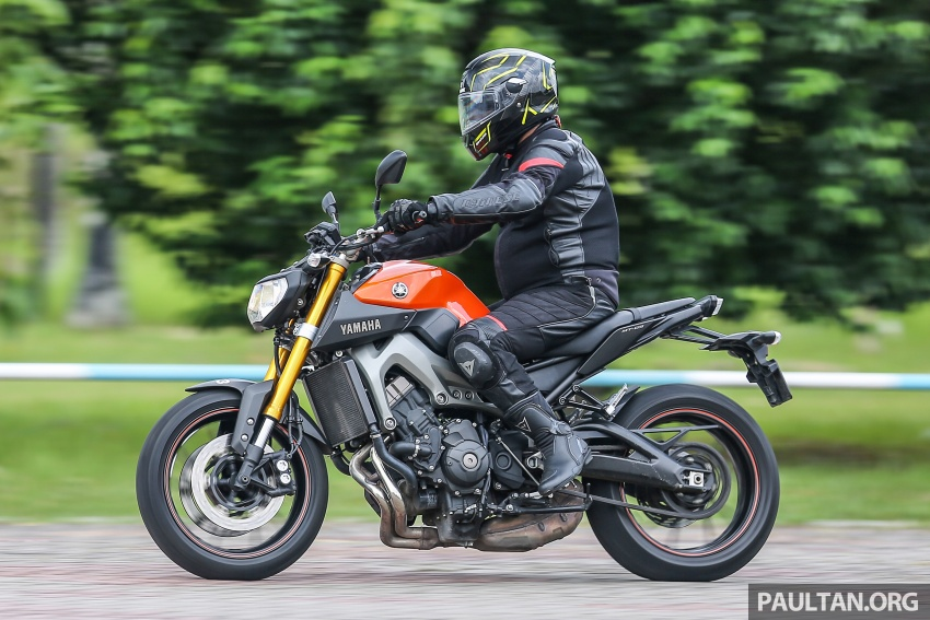REVIEW: 2015 Yamaha MT-09 – more is always better? Image #557617
