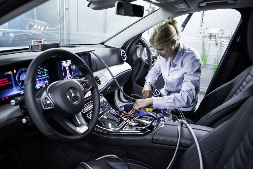 Mercedes-Benz reveals first details of new engine family – 48V, mild hybrid and electric turbo Image #571639