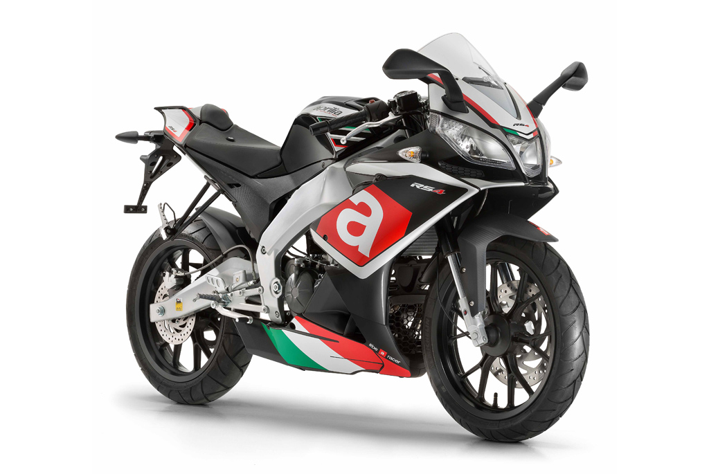 2017 aprilia rsv4 and tuono v4 1100 updated new aprilia tuono 125 naked sportsbike joins rs4. Black Bedroom Furniture Sets. Home Design Ideas
