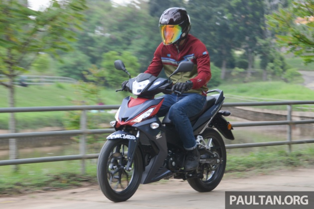 2016-honda-rs150r-action-4