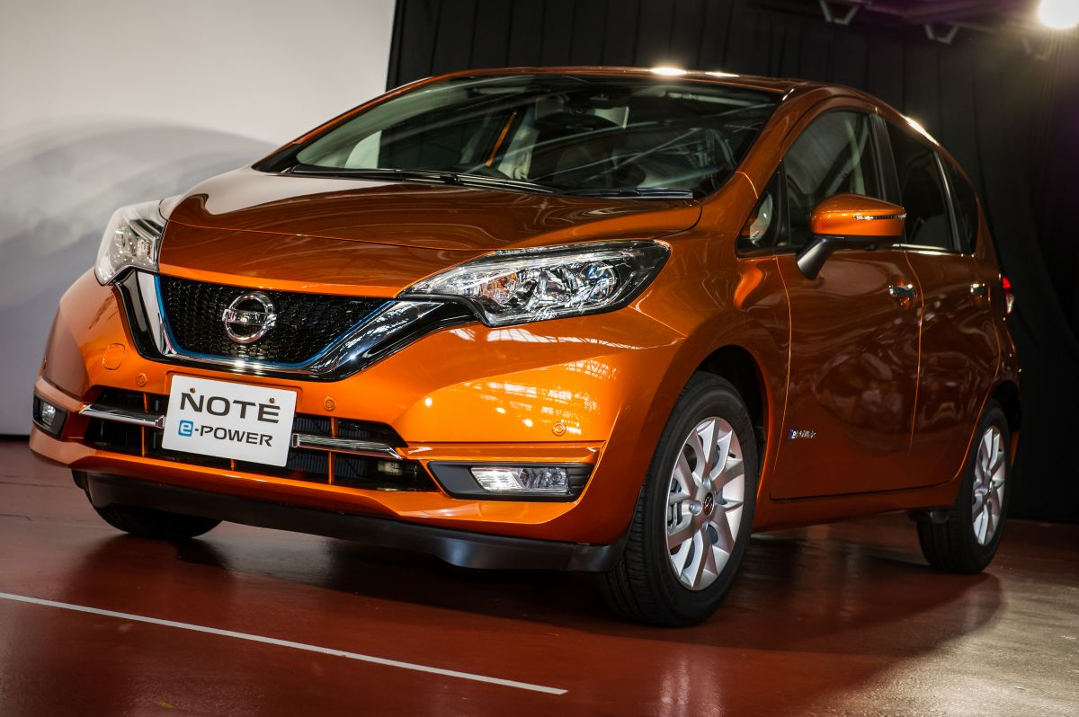 2017 nissan note facelift production starts in japan new. Black Bedroom Furniture Sets. Home Design Ideas