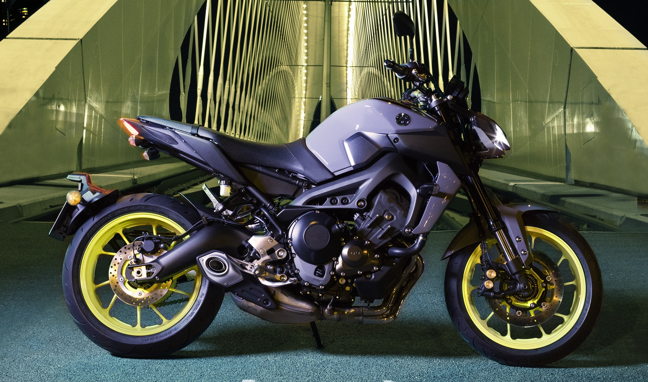 2017 Yamaha MT-09 updated for the new year – now with LED ...