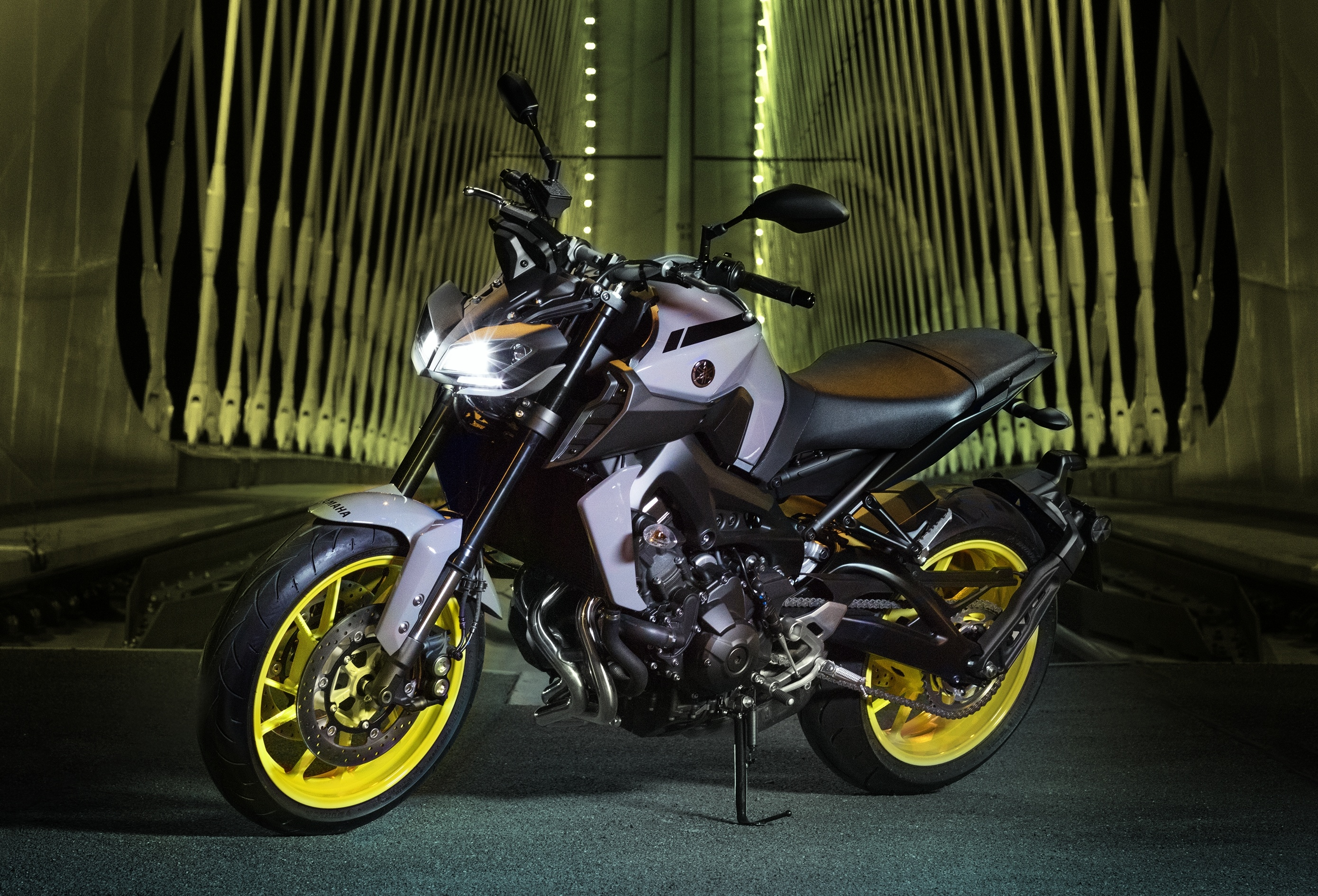 2017 yamaha mt 09 updated for the new year now with led. Black Bedroom Furniture Sets. Home Design Ideas