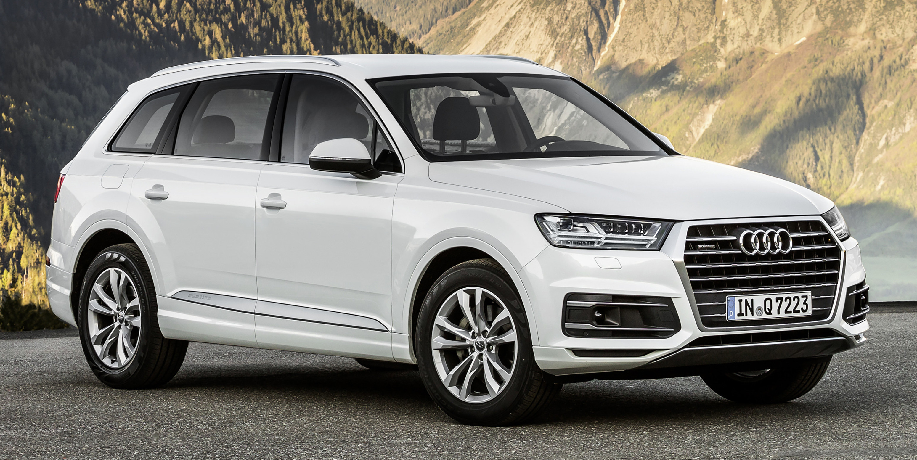 audi q7 2 0 tfsi quattro debuts in malaysia rm525k. Black Bedroom Furniture Sets. Home Design Ideas
