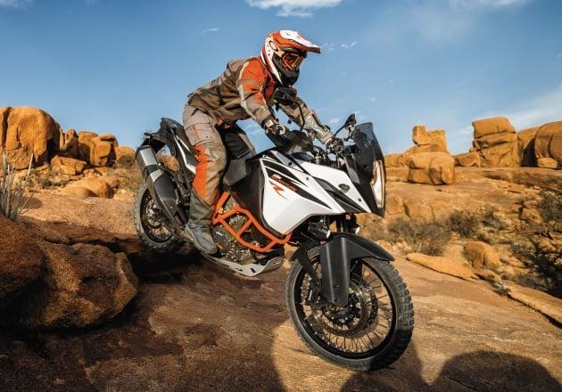 ktm-1090-adventure-r_action