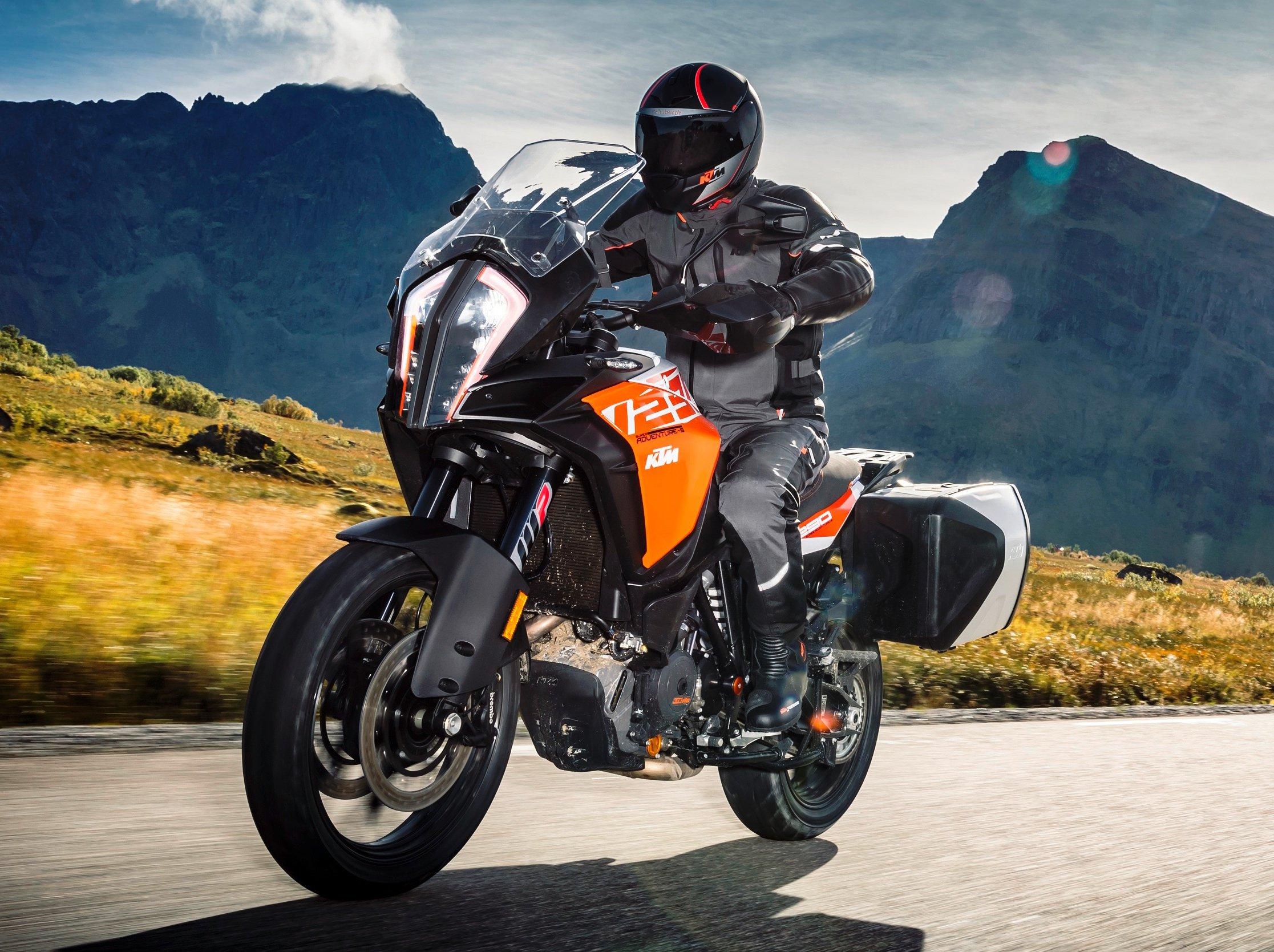 2017 Ktm Adventure Motorcycle Range Revamped New 1090