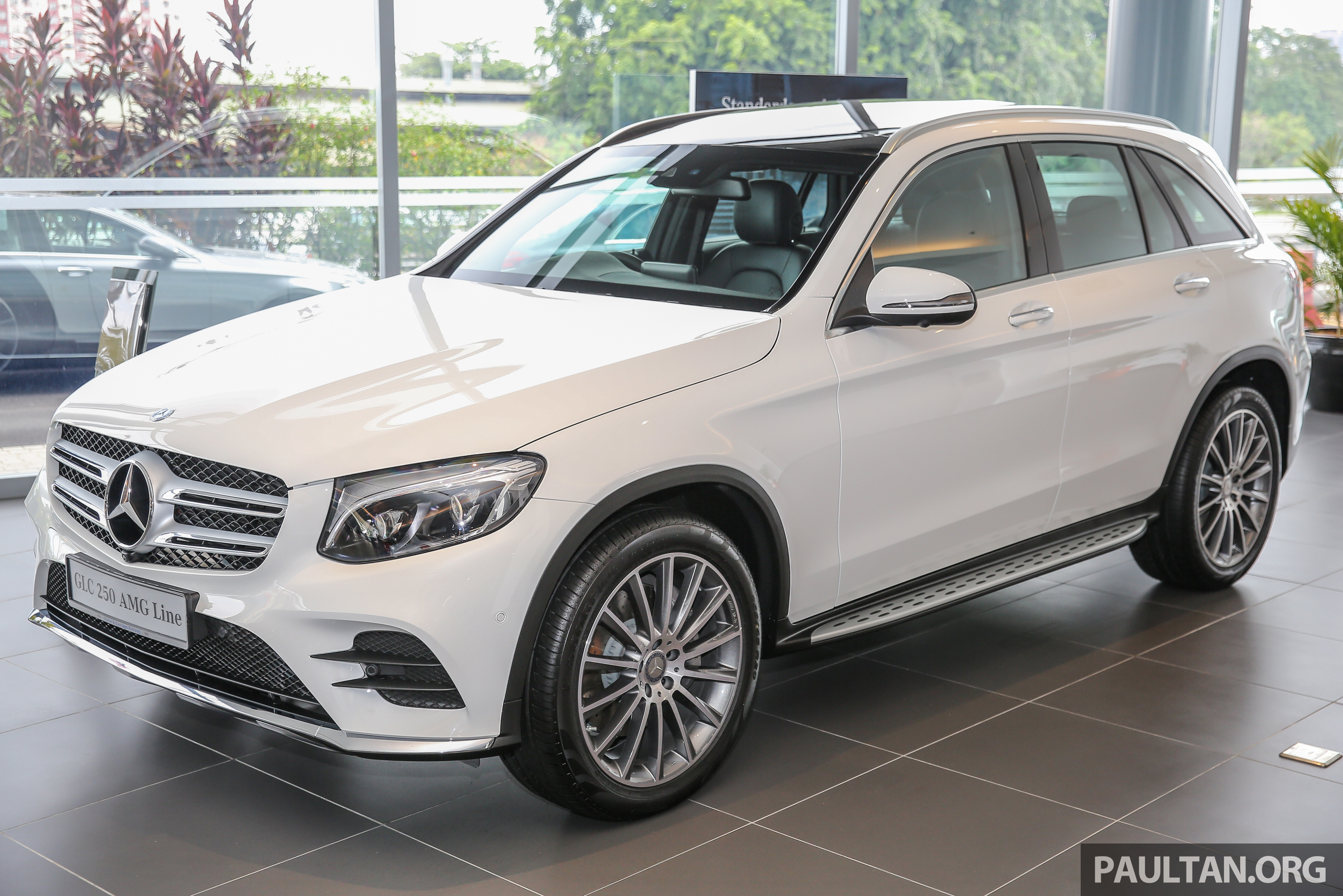 Gallery mercedes benz glc250 ckd in showroom paul tan for Mercedes benz glc 250 4matic