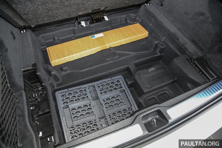 GALLERY: Mercedes-Benz GLC250 CKD in showroom Image #567874