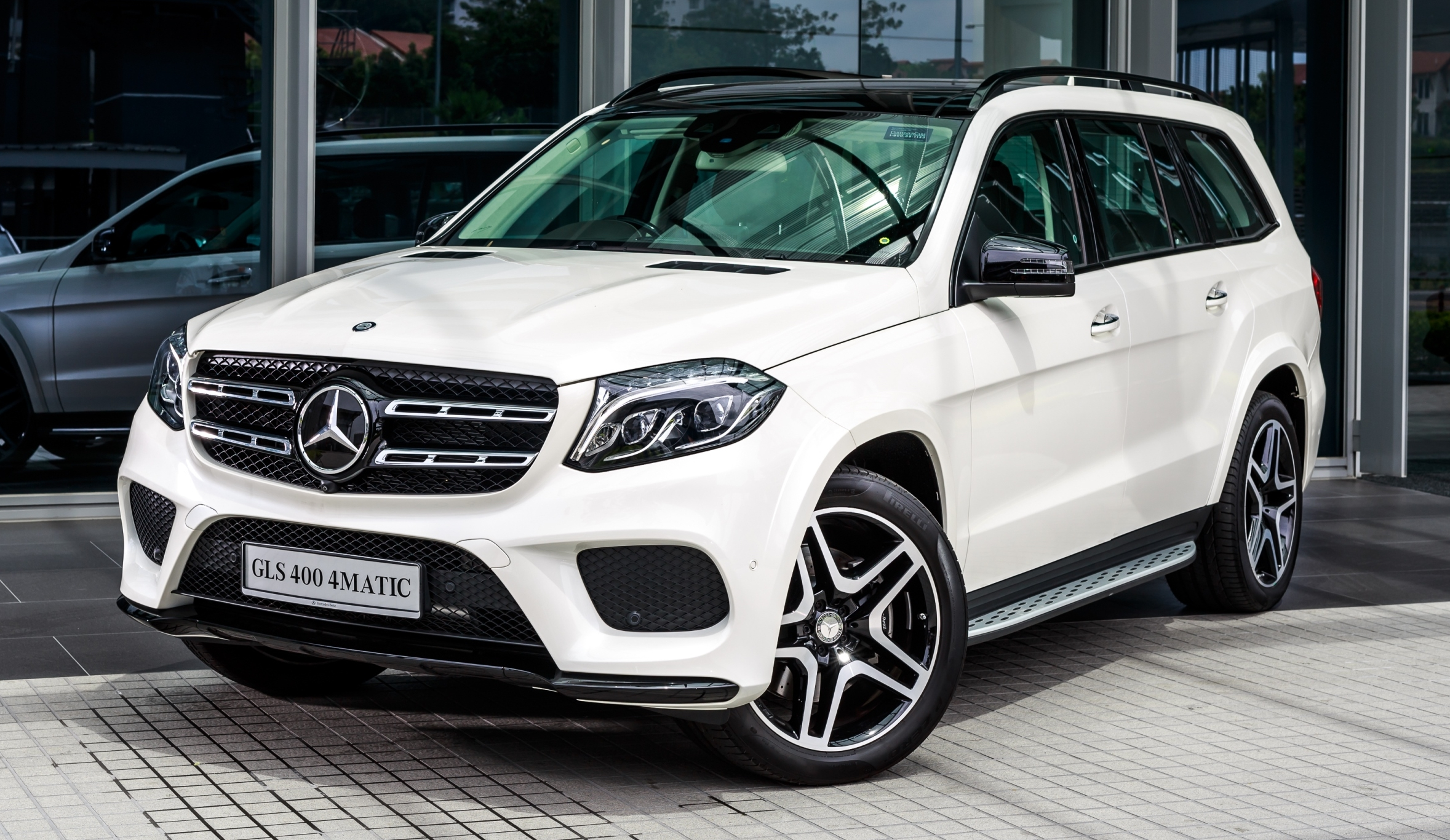Mercedes benz gls 400 4matic launched rm889k for Mercedes benz two seater