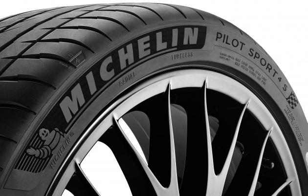 michelin-pilot-sport-4-s-zoom-vue-45-avec-jante-fond-blanc_bm